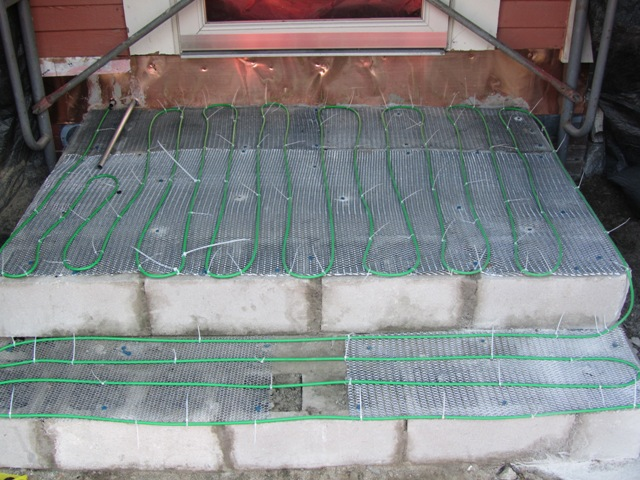Low Volt Ice Melting Cable : Installing snow melting cables under a walkway concord