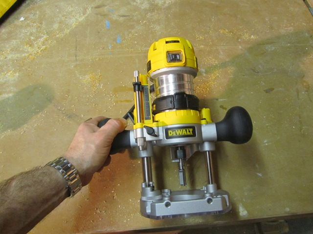 Dewalt dwp611pk compact router combo kit a concord carpenter using the dewalt dwp611pk compact router combo keyboard keysfo Choice Image