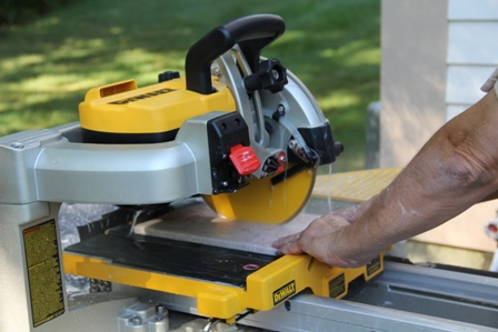 Dewalt D24000 15 Amp 10 Wet Tile Saw Accurate And Reliable