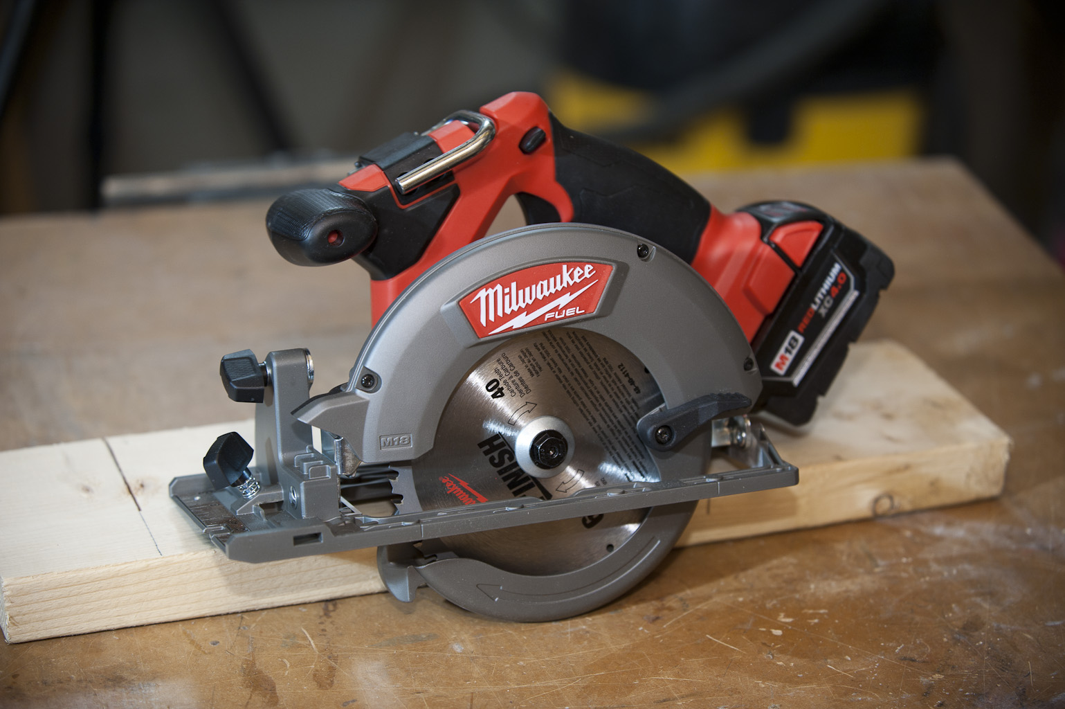 18 volt cordless circular saw head to head a concord carpenter milwaukeefuelhero greentooth Gallery