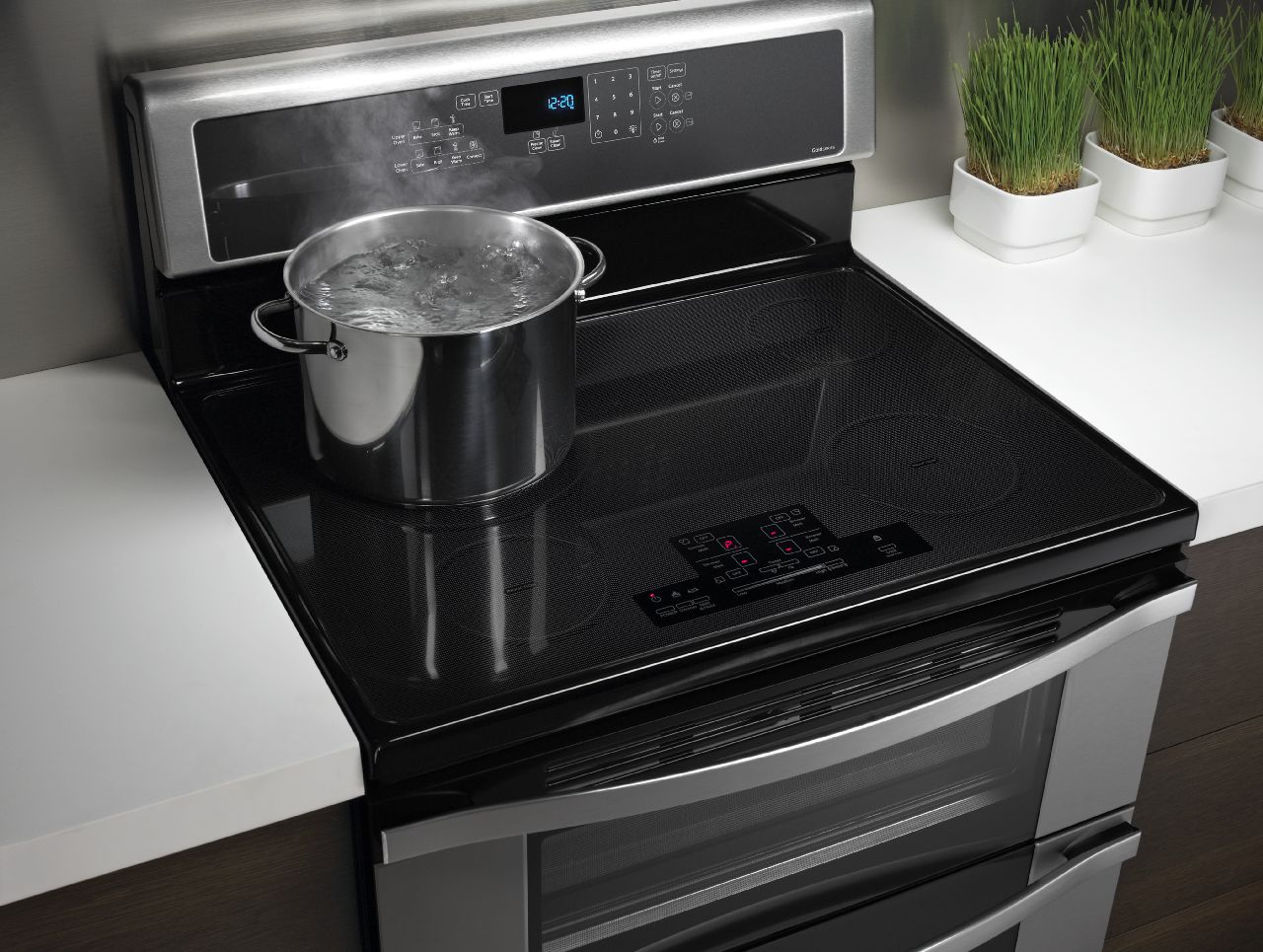 Whirlpool Brand Launches Industry S First Induction Double Oven Freestanding Range